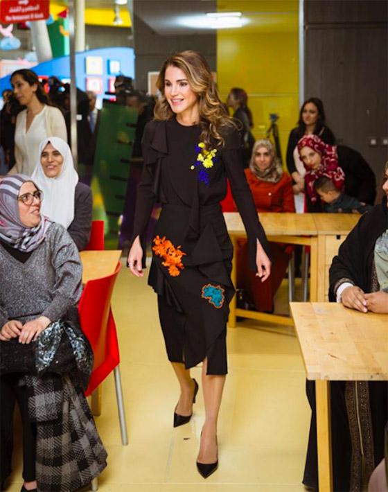 صور الملكة رانيا تتألق بأزياء مصممين عرب لتشجيع الابداع العربي صورة رقم 33