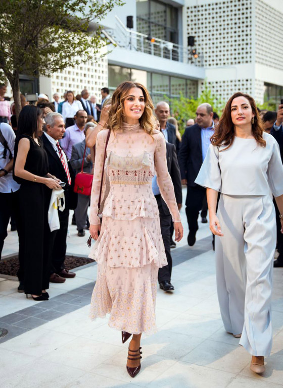 صور الملكة رانيا تتألق بأزياء مصممين عرب لتشجيع الابداع العربي صورة رقم 36