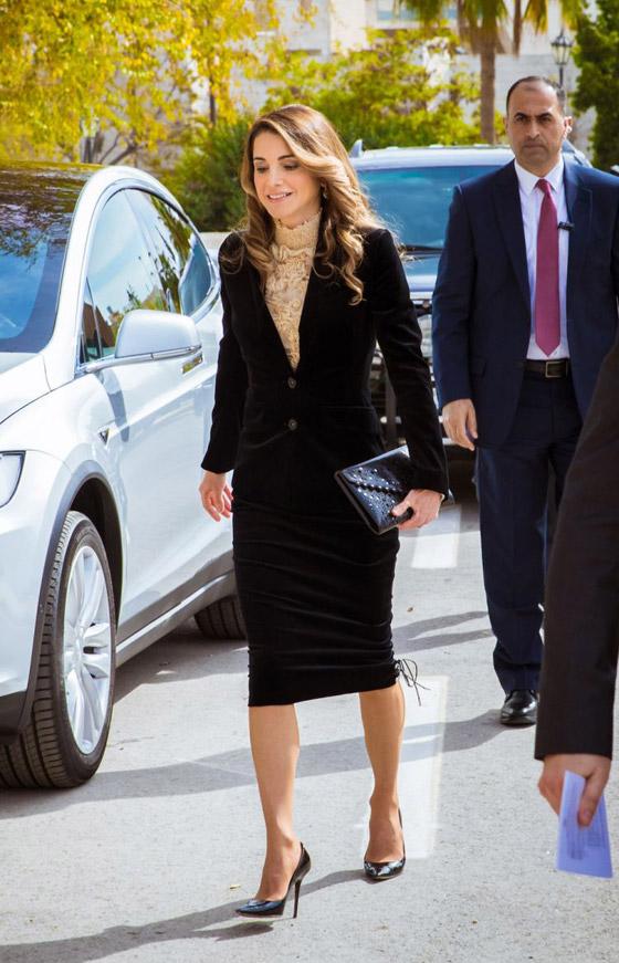 صور الملكة رانيا تتألق بأزياء مصممين عرب لتشجيع الابداع العربي صورة رقم 39