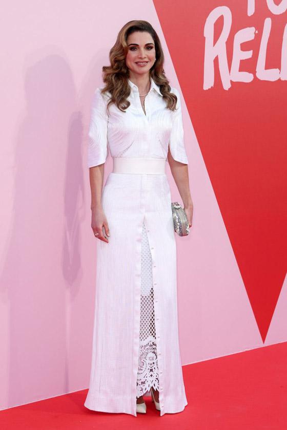 صور الملكة رانيا تتألق بأزياء مصممين عرب لتشجيع الابداع العربي صورة رقم 40