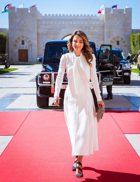 صور الملكة رانيا تتألق بأزياء مصممين عرب لتشجيع الابداع العربي صورة رقم 42