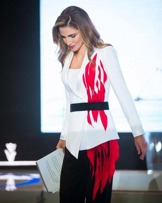 صور الملكة رانيا تتألق بأزياء مصممين عرب لتشجيع الابداع العربي صورة رقم 4