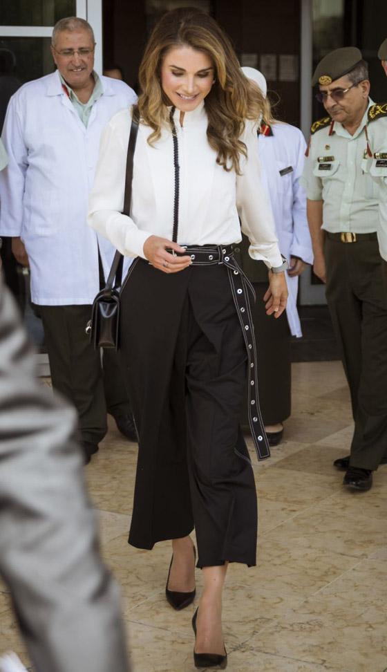 صور الملكة رانيا تتألق بأزياء مصممين عرب لتشجيع الابداع العربي صورة رقم 44