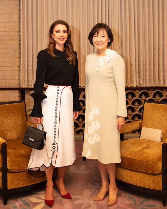 صور الملكة رانيا تتألق بأزياء مصممين عرب لتشجيع الابداع العربي صورة رقم 2