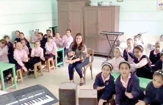 فيديو معلمة تُدرس موسيقى الزمن الجميل للتصدي لفوضى الغناء صورة رقم 5