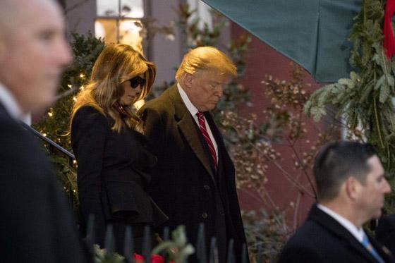 شاهدوا بالفيديو.. ترامب يصافح أوباما وميشيل ويتجاهل كلينتون صورة رقم 7