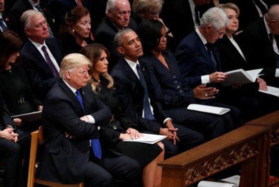 شاهدوا بالفيديو.. ترامب يصافح أوباما وميشيل ويتجاهل كلينتون صورة رقم 5