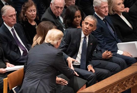 شاهدوا بالفيديو.. ترامب يصافح أوباما وميشيل ويتجاهل كلينتون صورة رقم 2