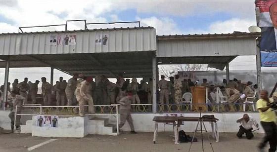 مقتل 6 جنود وإصابة قياديين في هجوم على العرض العسكري في لحج! فيديو صورة رقم 5
