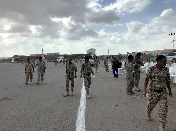مقتل 6 جنود وإصابة قياديين في هجوم على العرض العسكري في لحج! فيديو صورة رقم 7