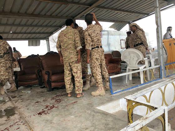 مقتل 6 جنود وإصابة قياديين في هجوم على العرض العسكري في لحج! فيديو صورة رقم 4