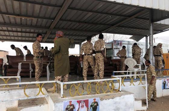 مقتل 6 جنود وإصابة قياديين في هجوم على العرض العسكري في لحج! فيديو صورة رقم 9