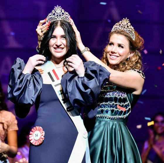 صور وفيديو: طالبة طب عراقية تفوز بتاج ملكة جمال العرب بأميركا صورة رقم 2