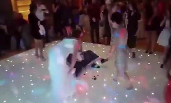 بالفيديو.. بسبب باقة العروس شاب يعتدي على فتاة في حفل زفاف  صورة رقم 3