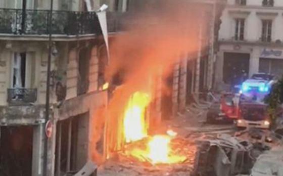 جرحى بانفجار قرب كاتدرائية القلب المقدس في العاصمة الفرنسية صورة رقم 2