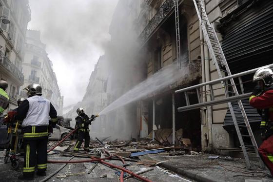 جرحى بانفجار قرب كاتدرائية القلب المقدس في العاصمة الفرنسية صورة رقم 11