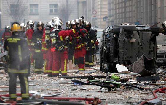 جرحى بانفجار قرب كاتدرائية القلب المقدس في العاصمة الفرنسية صورة رقم 12