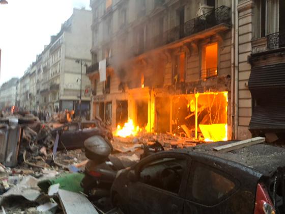 جرحى بانفجار قرب كاتدرائية القلب المقدس في العاصمة الفرنسية صورة رقم 4