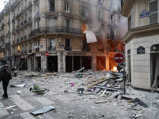 جرحى بانفجار قرب كاتدرائية القلب المقدس في العاصمة الفرنسية صورة رقم 6