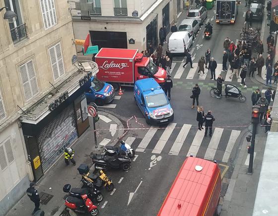 جرحى بانفجار قرب كاتدرائية القلب المقدس في العاصمة الفرنسية صورة رقم 14