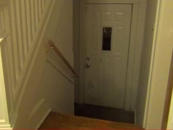 قصص أشخاص عاشوا سراً داخل منازل أناس آخرين صورة رقم 3