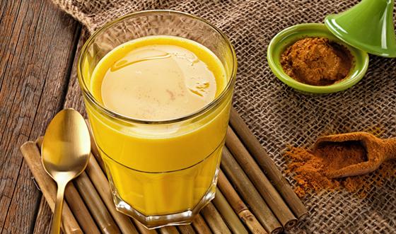 الحليب الذهبي.. فوائد مذهلة وحصانة ضد أمراض الشتاء صورة رقم 1