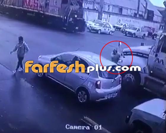 فيديو صادم.. مقطورة تدهس عجوز بطريقة مروعة صورة رقم 2