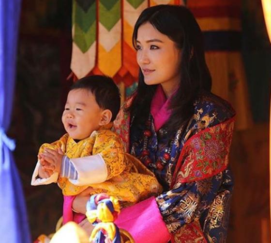 بالصور والفيديو: هذه هي أصغر ملكة في العالم صورة رقم 9