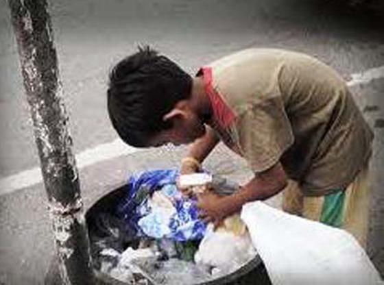 تصريح صادم لمديرة مدرسة بريطانية: تلاميذنا الفقراء يأكلون من صندوق القمامة! صورة رقم 3