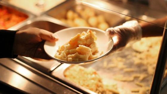 تصريح صادم لمديرة مدرسة بريطانية: تلاميذنا الفقراء يأكلون من صندوق القمامة! صورة رقم 5