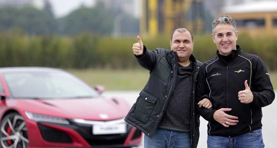 صورة رقم 4 - فيديو وصور: رجل أعمى يحقق حلمه ويقود سيارة فاخرة بسرعة جنونية!