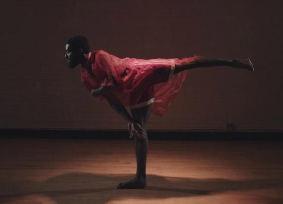 صورة رقم 1 - تعرفوا على الراقص المحترف الذي يتحدى بحركاته الشلل الدماغي النصفي