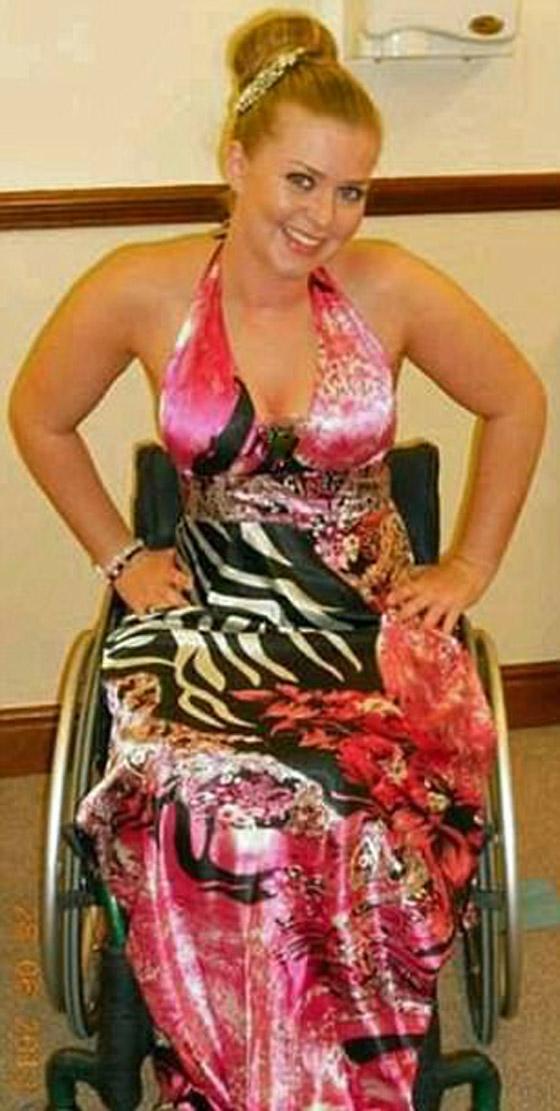 صورة رقم 9 - صور ملكة جمال على كرسي متحرك فازت بالتاج رغم  الشلل ومرض السرطان!