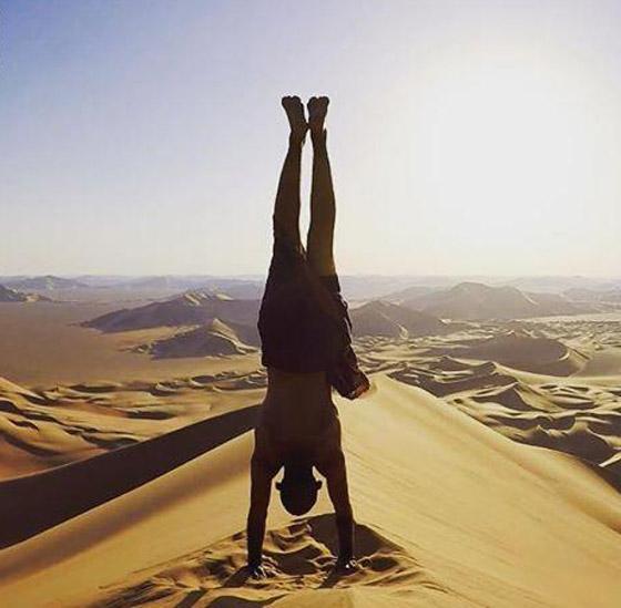 صور غريبة: العُماني فهد العبري يسافر حول العالم واقفا على يديه رأسا على عقب! صورة رقم 6