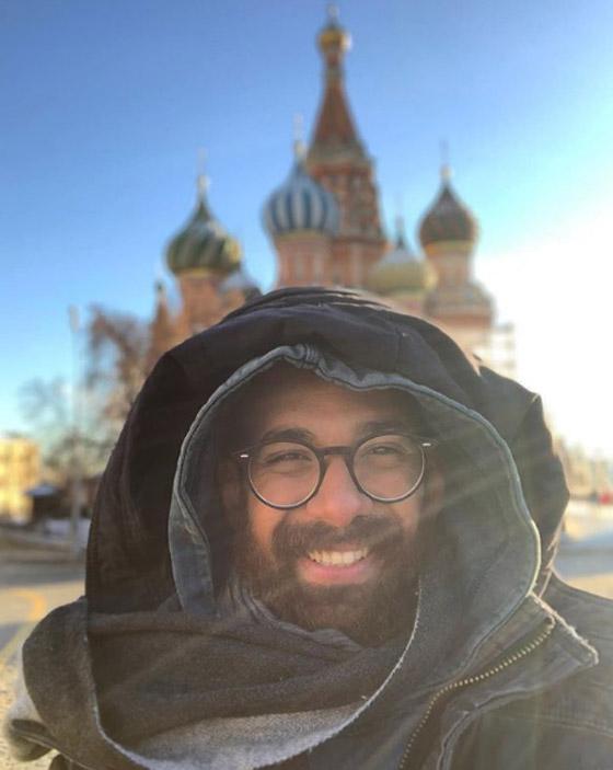 صور غريبة: العُماني فهد العبري يسافر حول العالم واقفا على يديه رأسا على عقب! صورة رقم 3