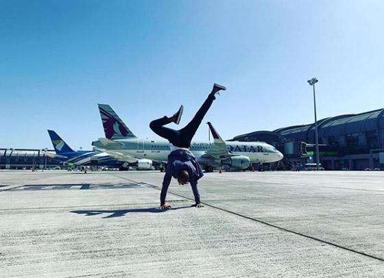 صور غريبة: العُماني فهد العبري يسافر حول العالم واقفا على يديه رأسا على عقب! صورة رقم 12