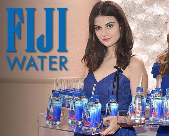 فتاة مياه فيجي.. عارضة أزياء غولدن غلوب تفجر معركة قضائية ضد الشركة صورة رقم 1