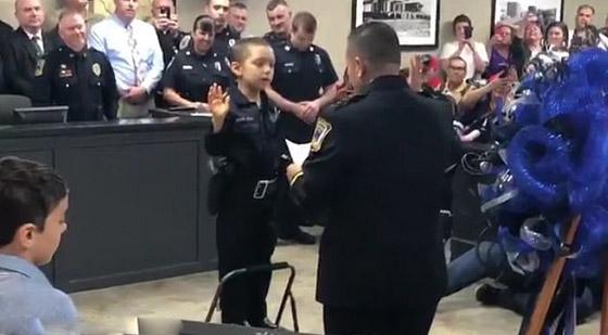فيديو مؤثر.. شرطة تكساس الأمريكية تحقق أمنية طفلة مصابة بالسرطان صورة رقم 1