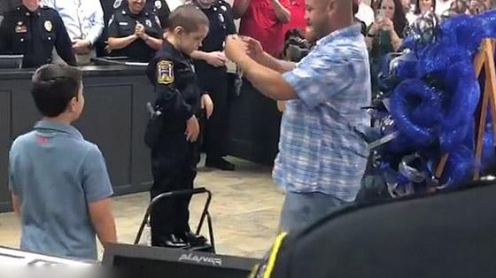 فيديو مؤثر.. شرطة تكساس الأمريكية تحقق أمنية طفلة مصابة بالسرطان صورة رقم 4