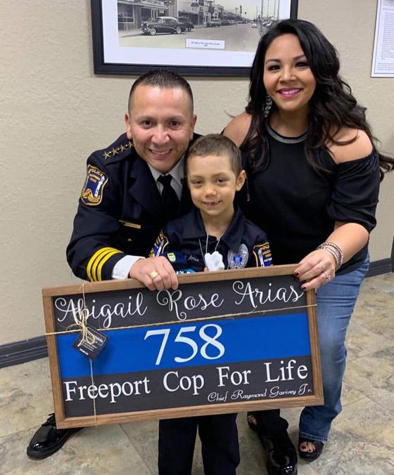 فيديو مؤثر.. شرطة تكساس الأمريكية تحقق أمنية طفلة مصابة بالسرطان صورة رقم 14