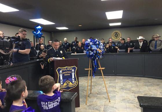 فيديو مؤثر.. شرطة تكساس الأمريكية تحقق أمنية طفلة مصابة بالسرطان صورة رقم 15