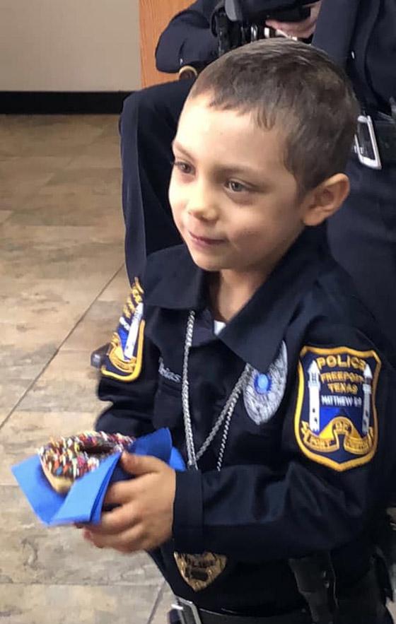 فيديو مؤثر.. شرطة تكساس الأمريكية تحقق أمنية طفلة مصابة بالسرطان صورة رقم 16