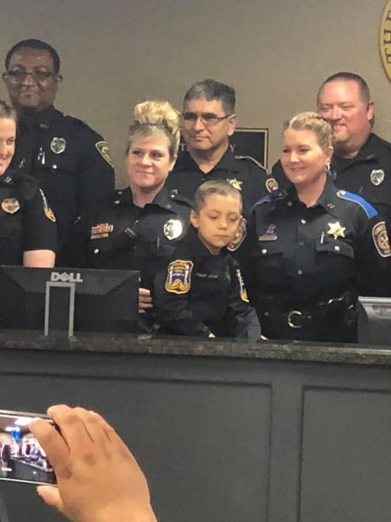 فيديو مؤثر.. شرطة تكساس الأمريكية تحقق أمنية طفلة مصابة بالسرطان صورة رقم 9