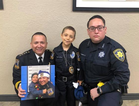 فيديو مؤثر.. شرطة تكساس الأمريكية تحقق أمنية طفلة مصابة بالسرطان صورة رقم 21