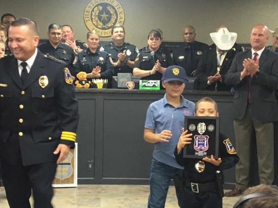 فيديو مؤثر.. شرطة تكساس الأمريكية تحقق أمنية طفلة مصابة بالسرطان صورة رقم 25