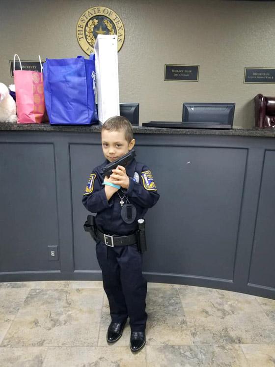 فيديو مؤثر.. شرطة تكساس الأمريكية تحقق أمنية طفلة مصابة بالسرطان صورة رقم 27