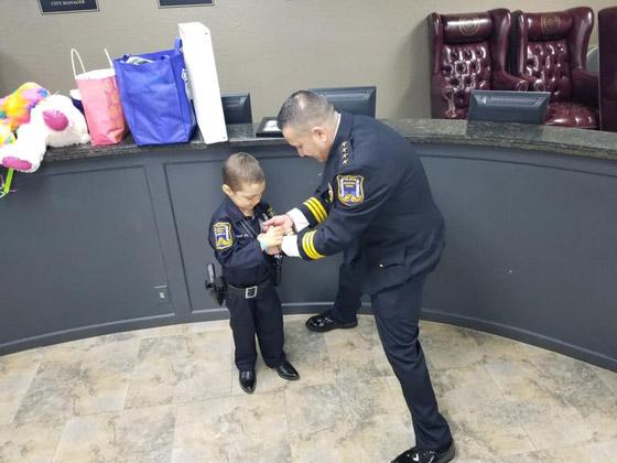 فيديو مؤثر.. شرطة تكساس الأمريكية تحقق أمنية طفلة مصابة بالسرطان صورة رقم 28