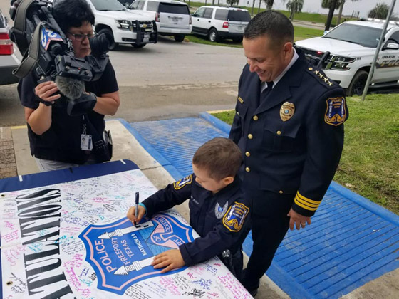فيديو مؤثر.. شرطة تكساس الأمريكية تحقق أمنية طفلة مصابة بالسرطان صورة رقم 29