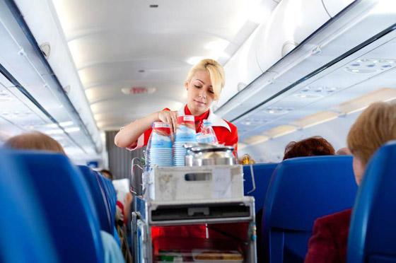 بسبب القهوة والشاي.. طائرة ركاب تهبط اضطراريا صورة رقم 3