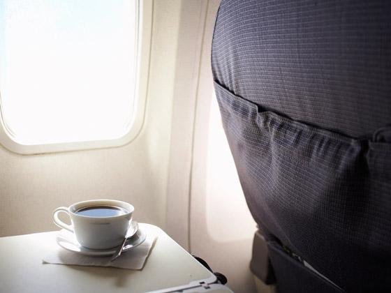 بسبب القهوة والشاي.. طائرة ركاب تهبط اضطراريا صورة رقم 5